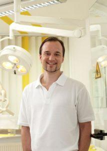 Zahnarzt Dr. med. dent. Henrik-Christian Hollay